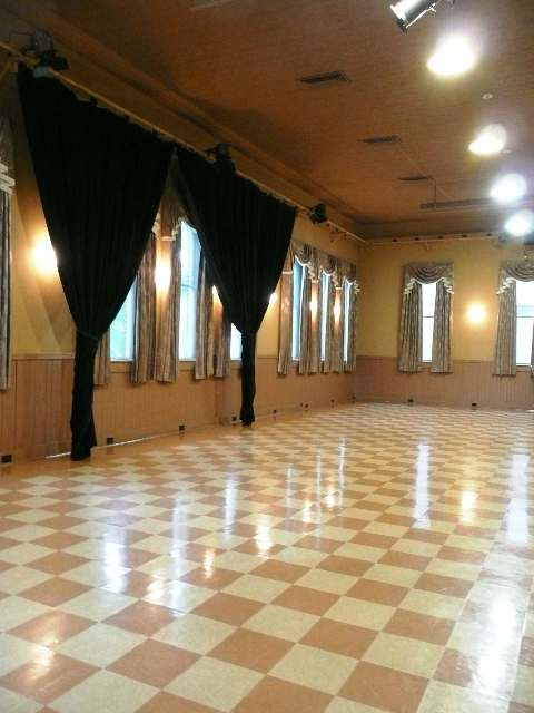 Performance Hall at Old City Hall hosts ballroom dance classes